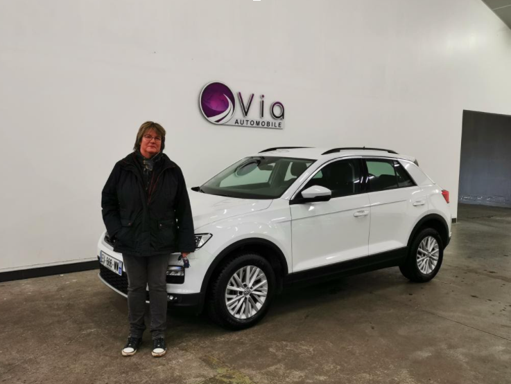 Volkswagen T-Roc Via Automobile